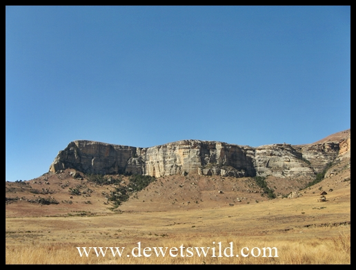 Beautiful mountain vistas at the eastern entrance to Golden Gate Highlands National Park