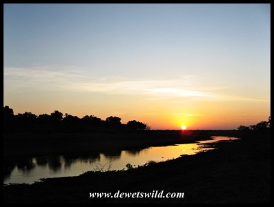 Sunrise over the Shingwedzi River