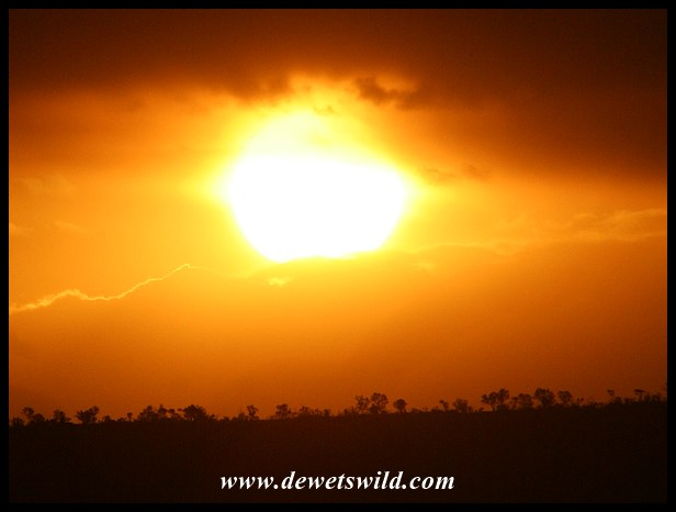 Sunset over Pilanesberg (photo by Joubert)